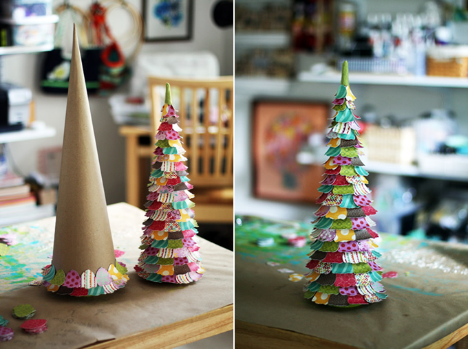 De papelÁrboles hechos con una base de cartón y recubiertos de pequeños papeles de colores