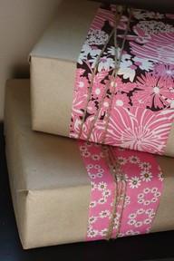 Podéis combinar el papel kraft con papel de regalo