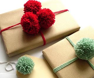 Con pompones de lana