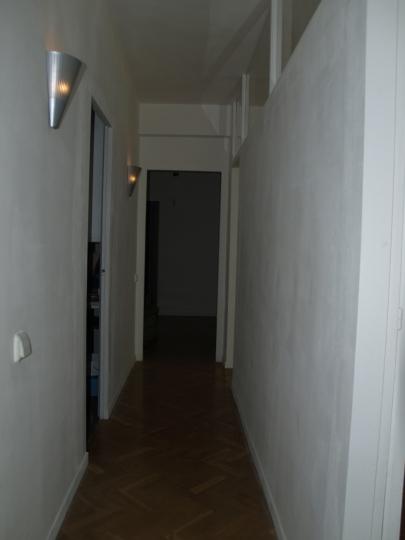 El pasillo ANTES de la reforma. A la derecha el salón, a la izquierda la cocina.